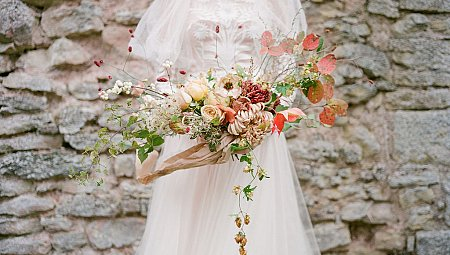 Regal Autumn Wedding Dress Style with Oversized Shoulders